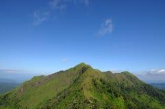 Odgórna góra z niebieskim niebem Zdjęcia Royalty Free