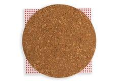 Odgórna pizzy deska z pieluchą na białym tle fotografia stock
