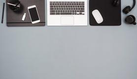 Odgórnego widoku biurowego biurka bohatera chodnikowiec zdjęcie stock