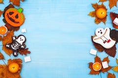 Odgórnego widoku ciastek Halloweenowy tło zdjęcia stock