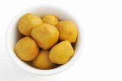 Odgórnego widoku curry'ego smaku rybie piłki w pucharze Obrazy Royalty Free