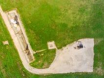 Odgórnego widoku działania pompy dźwigarka pompuje ropę naftową w losu angeles folwarczku, Teksas zdjęcia royalty free