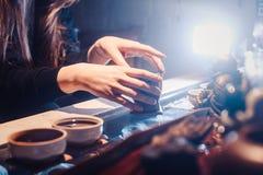 Odgórnego widoku herbata ustawia drewnianego stół dla herbacianej ceremonii tła Obraz Royalty Free