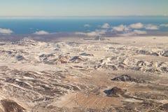 Odgórnego widoku Iceland seacoast i góry linia horyzontu Obrazy Stock
