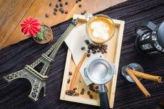 Odgórnego widoku kawa z cynamonem, cukier mo i Paryż, anyżu i trzciny Zdjęcia Royalty Free