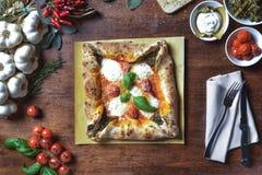 Odgórnego widoku kwadrata pizza zdjęcie stock