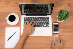 Odgórnego widoku notatnika lub laptopu workspace biuro Zdjęcie Royalty Free