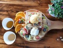 Odgórnego widoku ostrość, chleb i lody, zdjęcie royalty free