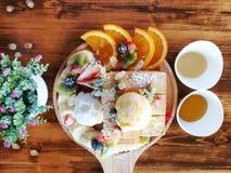Odgórnego widoku ostrość, chleb i lody, obraz stock
