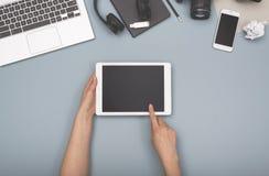 Odgórnego widoku pastylka i laptopu bohatera chodnikowiec Zdjęcie Stock