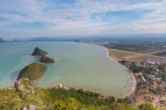 Odgórnego widoku południe Tajlandia seacoast i mała wyspa Zdjęcie Stock