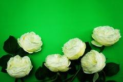 Odgórnego widoku przestrzeni kopia z sztuczną białą peonią kwitnie bukiet fotografia royalty free