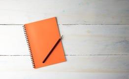 Odgórnego widoku pusty notatnik i ołówek Zdjęcie Stock