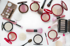 Odgórnego widoku rzeczy makeup piękny żywy różnorodny zestaw Obraz Stock
