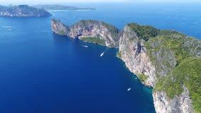 Odgórnego widoku Tropikalna wyspa, widok z lotu ptaka majowie zatoka, Phi wyspy Obrazy Royalty Free