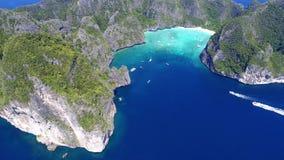 Odgórnego widoku Tropikalna wyspa, widok z lotu ptaka majowie zatoka, Phi wyspy Zdjęcia Royalty Free