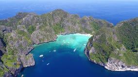 Odgórnego widoku Tropikalna wyspa, widok z lotu ptaka majowie zatoka, Phi wyspy Obrazy Stock