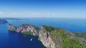 Odgórnego widoku Tropikalna wyspa, widok z lotu ptaka majowie zatoka, Phi wyspy Zdjęcie Stock