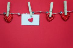 Odgórnego widoku valentines dnia dekoracje i tło miłość kształt, ge obrazy royalty free