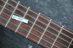 Odgórny piosenka pomysł etykietka z inskrypcją i gitara, fotografia stock