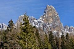 Odgórny Szczytowy skalistej góry śnieg Fotografia Royalty Free