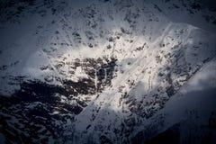 Odgórny widok śnieżne i cienie Kaukaskie góry Fotografia Stock