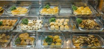Odgórny widok świeżo przygotowani wyśmienicie Śródziemnomorscy naczynia dobierał w restauraci, bufet na widok fotografia stock
