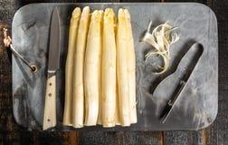Odgórny widok, świeży smakowity biały asparagus, sezonowy warzywo, nowy h fotografia stock