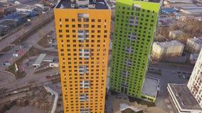 Odgórny widok barwiony mieszkaniowy kompleks klamerka Piękni eleganccy domy różni kolory w luksusie mieszkaniowym zbiory