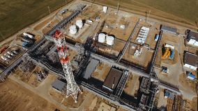 Odgórny widok benzynowa rafinerii produkcji fabryka zdjęcie wideo