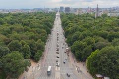 Odgórny widok Berliński pejzaż miejski i Tiergarten park, Niemcy zdjęcia stock