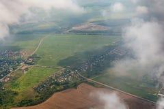 Odgórny widok białe puszyste chmury od samolotu obrazy royalty free