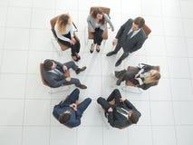 Odgórny widok biznesów drużynowi dyskutuje nowi pomysły Fotografia Stock