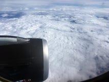 Odgórny widok chmury i niebo od samolotowego okno Fotografia Royalty Free