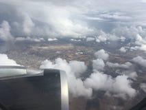 Odgórny widok chmury i niebo od samolotowego okno Obrazy Royalty Free