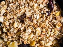 Odgórny widok crunchy muesli z granola i wysuszonymi owoc obrazy royalty free