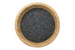 Odgórny widok czarni sezamowi ziarna w drewnianym pucharze odizolowywającym Fotografia Stock