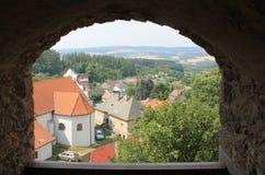 Odgórny widok czerwony dach kościół St Vitas w Lipnice nad Sazava republika czech obraz stock