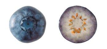Odgórny widok dojrzałe czarne jagody odizolowywać na białym tle zakończenie obraz stock