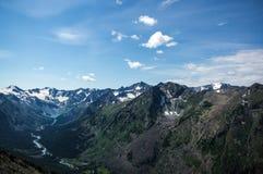 Odgórny widok dolina między wysokimi górami Zdjęcie Royalty Free