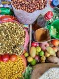Odgórny widok fasole warzywa i pikantność przygotowywający robić wyśmienicie Nepalskiej przekąski rzeczy, zdjęcia stock