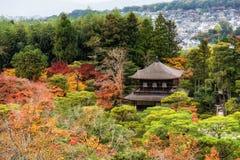 Odgórny widok Ginkakuji świątynia w jesieni zdjęcia royalty free