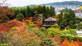 Odgórny widok Ginkakuji przy jesienią fotografia stock