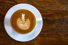 Odgórny widok gorąca kawowa latte filiżanka z mleko piany latte sztuki textur Fotografia Stock