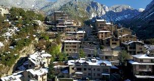 Odgórny widok halny miasteczko Andorra los angeles Vella, Catalonia zbiory wideo
