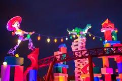 Odgórny widok Jessie Cowgirl i Rex dinosaur przy Slinky Psią junakowanie kolejką górską w Hollywood studiach przy Walt Disney Wor zdjęcie royalty free
