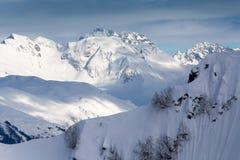 Odgórny widok Kaukaskie śnieżne góry Obrazy Stock