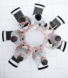 Odgórny widok kreatywnie grupa biznesowa składał z ręk okrąg zdjęcie stock