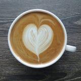 Odgórny widok kubek latte sztuki kawa Zdjęcia Royalty Free
