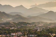 Odgórny widok Luang Prabang od Phousi góry Zdjęcie Stock